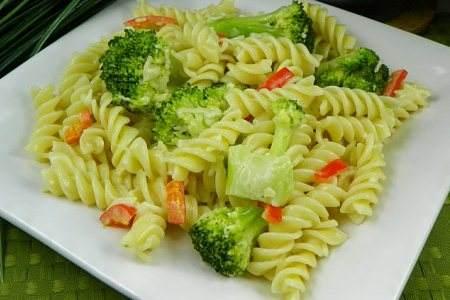 30-minute-rotini-broccoli-alfredo-sauce