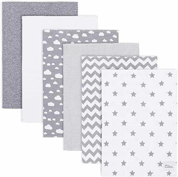 Burpcloths are an essential item on the diaper bag checklist.