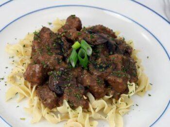 Beef-tip-in-wine-sauce-2