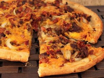 Cheeseburger_Pizza_with_Bacon_and_Onions