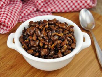 Hearty_Boston_Baked_Beans_with_Slabs_of_Bacon_H1