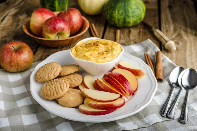 Pumpkin Dip with crackers and apples
