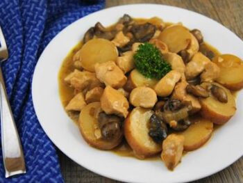 Smothered_Chicken_with_Red_Potatoes_H1