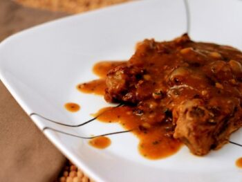 Smothered_Chops_with_Onions_and_Bacon