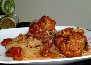 Spaghetti_with_Turkey_Meatballs_in_Spicy_Tomato_Sauce_5
