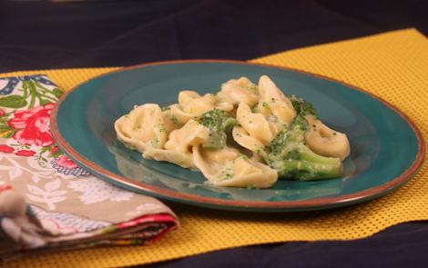 Tortellini_with_Broccoli_Alfredo