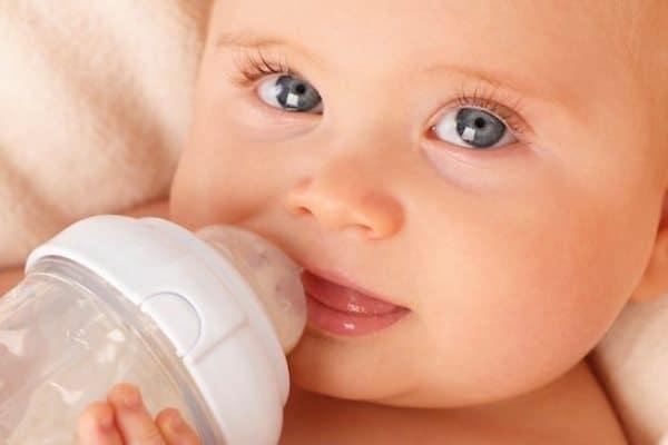 Get the basics on feeding a newborn breastmilk or formula.
