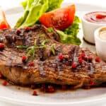 peppercorn stek in thyme sauce