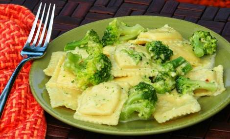 ravioli broccoli cream sauce